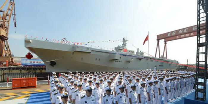 国产075两栖攻击舰下水 排水量4万吨仅中美能造