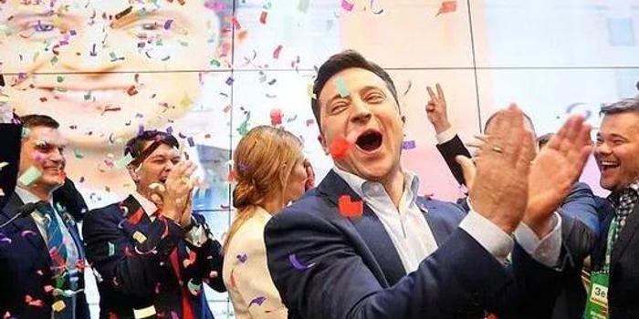 """彩票双色球专家预测_侠客岛:喜剧演员当选总统 乌克兰""""天亮了""""?"""