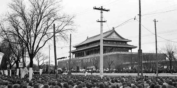 70年前元宵節 毛主席畫像掛上天安門城樓