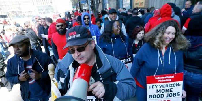 """撕裂的美国工会:早已荣光不再 依然""""政治正确"""""""