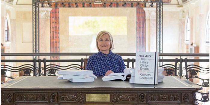 希拉里坐总统办公桌看邮件?网友:史上最惨cosplay