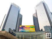 """""""伟大的变革——庆祝改革开放40周年""""宣传挂图亮相北京街头"""