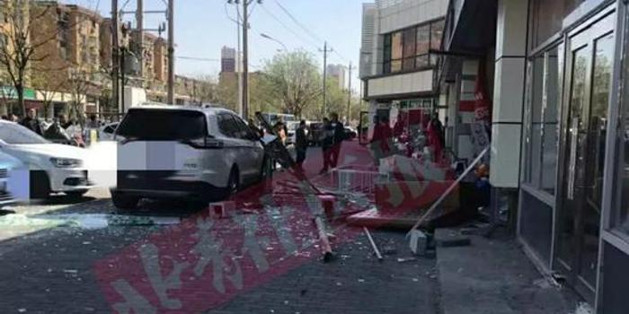 北京通州一拉面馆爆炸到处玻璃渣 无人受伤(图)