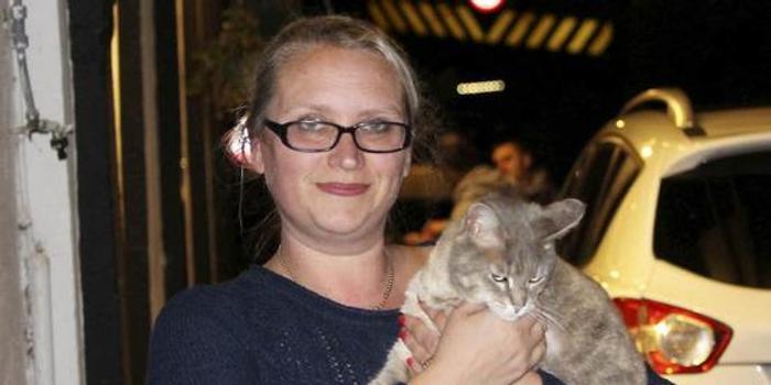 英消防人员花费5000英镑救猫失败 猫却自己回了家