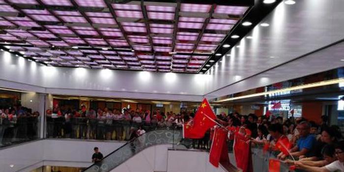他们再次来到这里 声援唱国歌被打出血香港教师