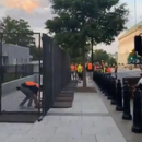 """川普在白宮四周""""建牆"""",他在害怕什麼?"""