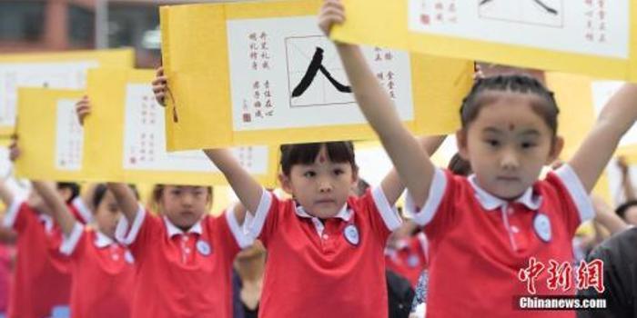 开学季有这些变化:教育减负课本有变化 治校闹