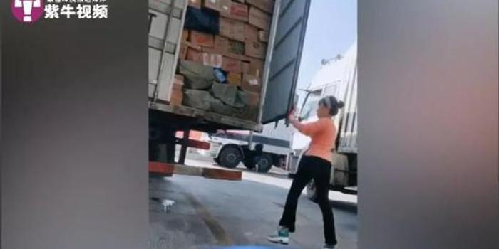 95后姑娘开12米长货车跑长途:为了生活也为了爱情