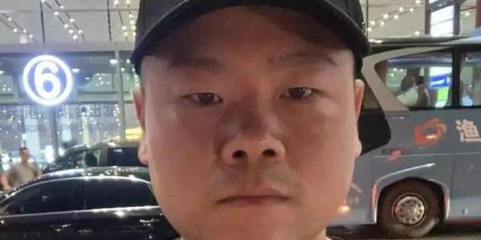 """岳云鹏自曝:被追着求合影 转过头被对方说""""丑"""""""