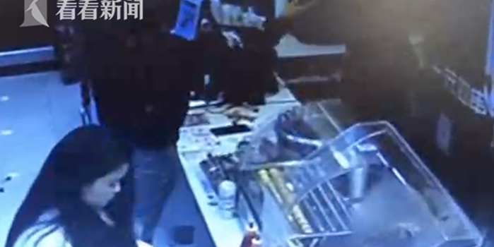醉酒男子殴打店员还打断三排货架 只因一根棒棒糖
