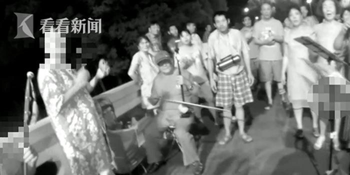 这群老人吹拉弹唱被诉扰民 民警劝阻遭殴打