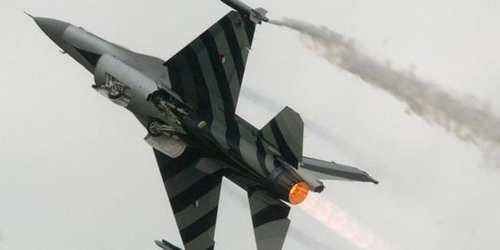 双色球预测方法_荷兰一架F-16战机发射炮弹意外击中自己 原因成谜