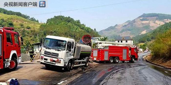 www.cx189.com_云南普洱一油罐车侧翻自燃引发山火 森林消防出动