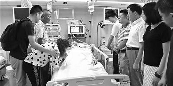 臺風中26歲小伙幫鄰居修屋頂墜亡 父親捐獻其器官