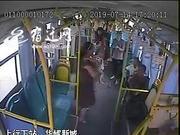 """21个月宝宝突发疾病 宿迁110路公交车瞬变""""120"""""""