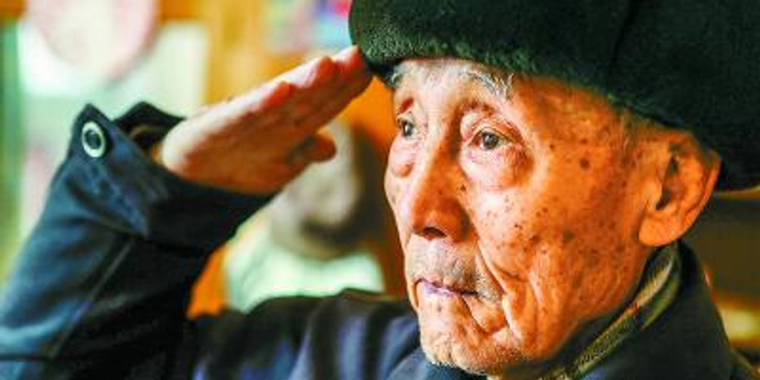 92歲老兵鏡頭前踢出標準正步 曾見證開國大典(圖)