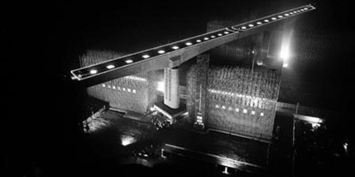 """8900吨铁路桥 仅用73分钟""""华丽转身""""(图)"""