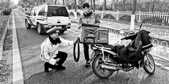 """""""双十一""""后送货 摩托车涉牌违法增多"""
