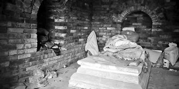 街道办劝离夜宿南京古墓民工 已设专人24小时值守