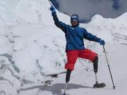 """70岁""""无腿登山家""""将中国人的坚韧从珠峰之巅带向国际舞台"""