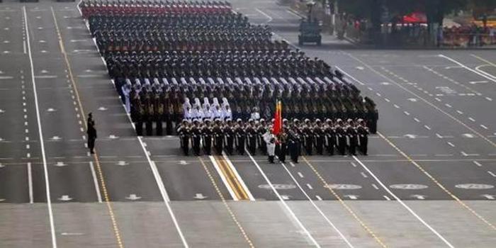 """西方眼里的""""中国阅兵"""":""""五味杂陈"""""""