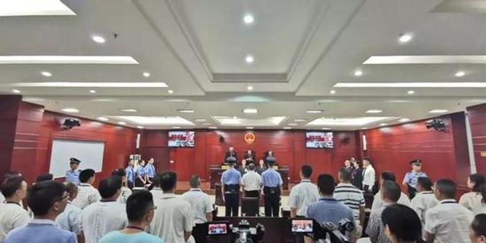 """""""嚴書記""""獲刑10年 法院認定構成自首"""