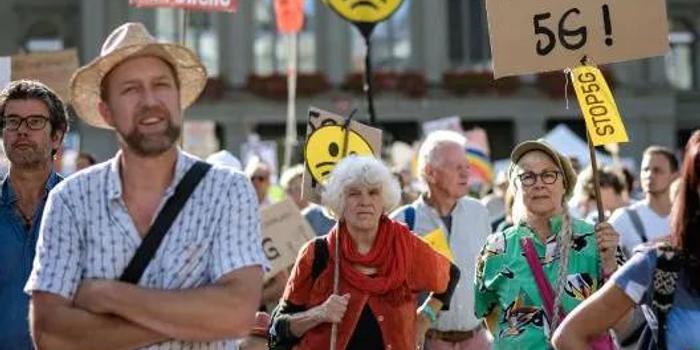 瑞士数千民众上街抵制5G 政治家:有人煽动