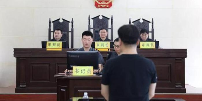 江西赣州人大常委会原副主任王四华受审(图)