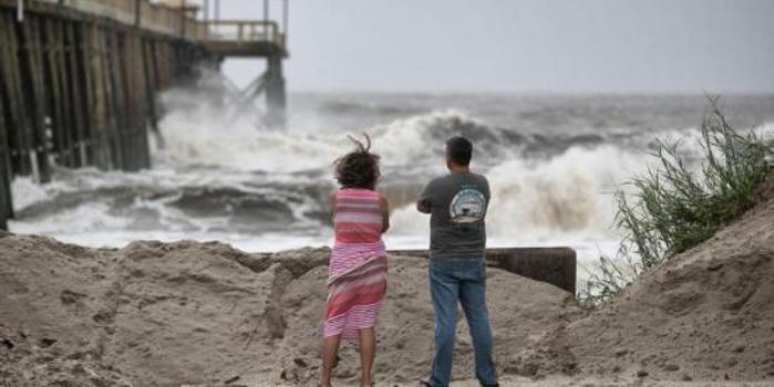 """飓风""""多里安""""登陆美国 数百人被困近海岛屿"""