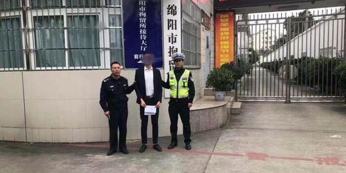 男子不满被贴罚单朋友圈辱警 被行政拘留5天
