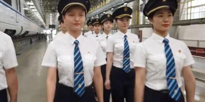 中国铁路将迎来首批动车组女司机 网友:又酷又帅