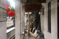 浙江温州一民房被货船撞塌