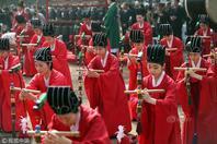 韩国人着古装祭孔子