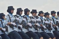 印尼空军举行阅兵仪式 女兵展潇洒英姿