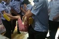 老赖前妻住进涉案房屋 拒执法被当场强制抬离