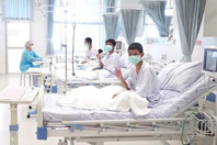 泰国足球队获救后首次露面 小将们仍需接受治疗