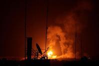 以色列对加沙展开空袭 炮火照亮夜空