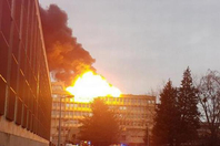 法国里昂大学一座大楼爆炸起火