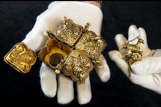 英国夫妇整理阁楼发现祖先珍宝 价值数...
