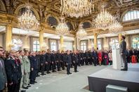 300人排队进法国总统官邸