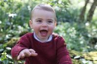英国威廉王子夫妇公开小儿?#29992;日?庆祝其1岁生日
