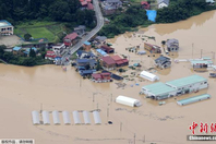 日本東北暴雨致河流決堤 居民區被淹