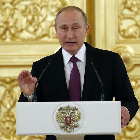 普京为俄罗斯代表团送行