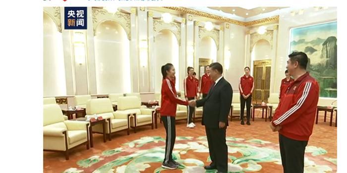 中国女排送习近平签名排球