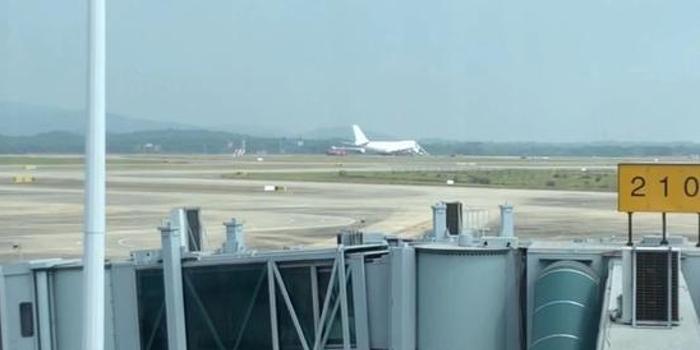 南昌机场货机故障阻塞跑道 航班大面积延误或取消