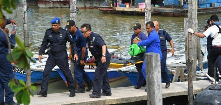 马来西亚倾覆船中又救出两名中国人