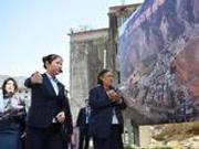 泰国公主诗琳通赴汶川地震灾区参观 向遇难者献花