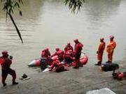 桂林龙舟翻船事发水域下方有淤泥 水质浑浊