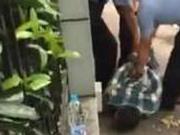 上海警方: 过路民众配合当场控制犯罪嫌疑人