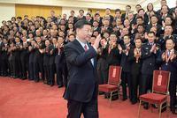 习近平会见受表彰人民满意的公务员个人和集体代表